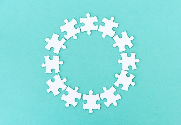 Cercle composé de pièces de puzzle