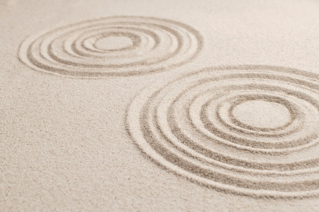 Cercle fond de sable zen dans le concept de pleine conscience