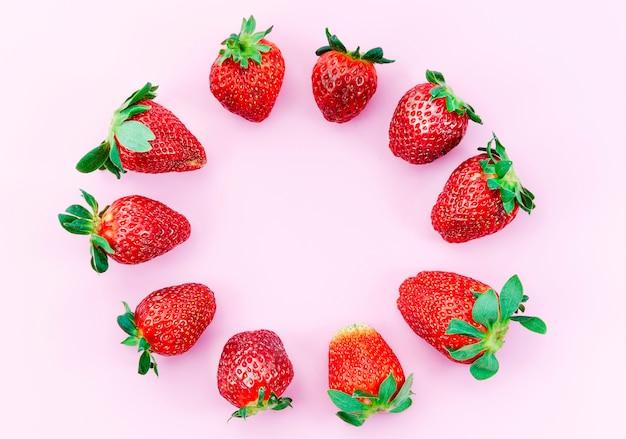 Cercle de fraises mûres