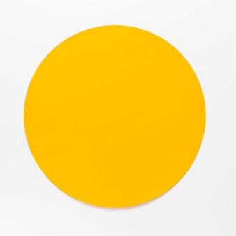 Cercle jaune vue de dessus sur fond blanc