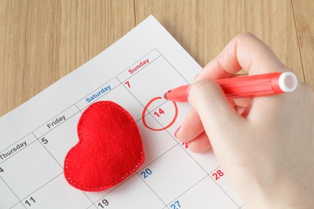 Cercle rouge marqué sur un calendrier