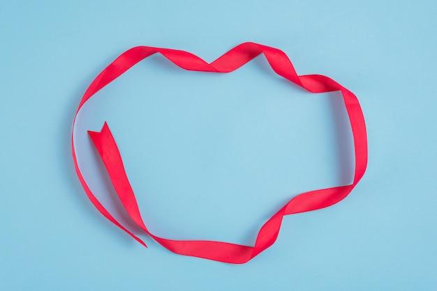 Cercle de ruban rouge