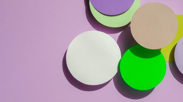 Cercles de la vue de dessus de fond géométrique en papier