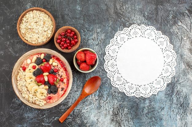 Sur les céréales de santé petit déjeuner fond clair-foncé