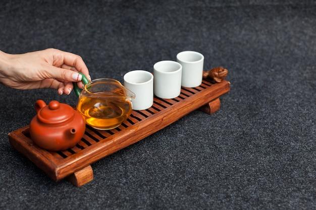 Cérémonie du thé chinoise table en bois asiatique conseil chaban vue de dessus copie espace matin énergie.