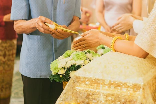 Cérémonie de mariage traditionnel thaïlandais de luxe