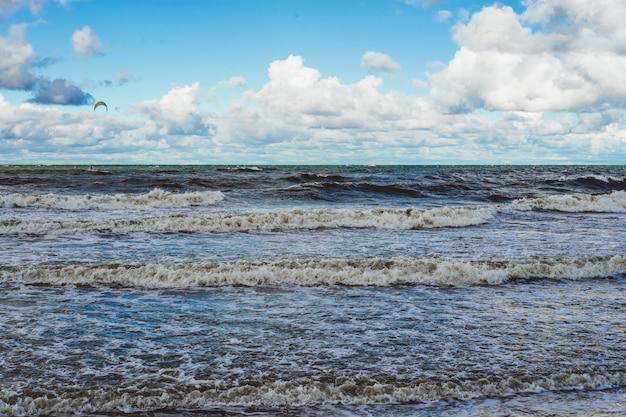 Cerf-volant sur la mer baltique froide