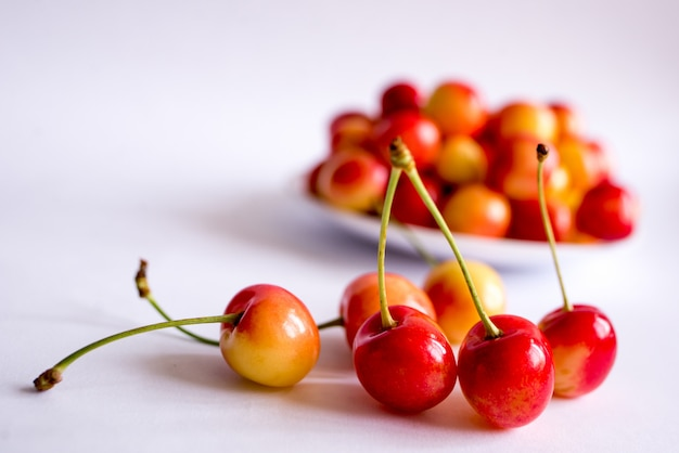 Cerises rouges et jaunes
