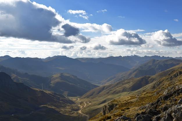 Cerro de pasco, vue opposée à l'exploitation minière, une brève vision de la façon dont c'était cerro de pasco avant l'opération minière.