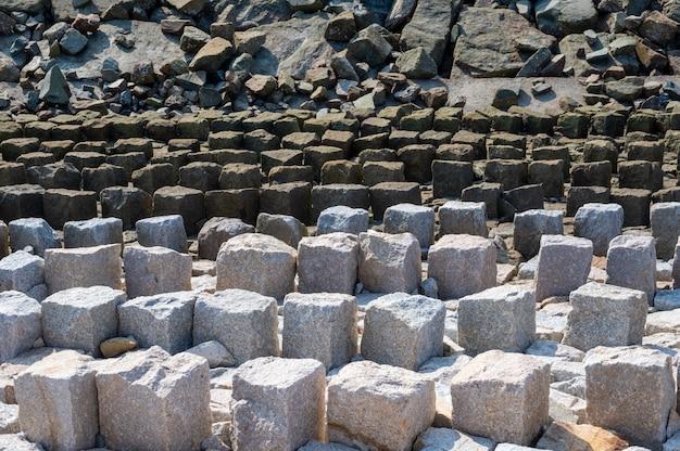 Certains murs en matériaux de construction ont des motifs réguliers