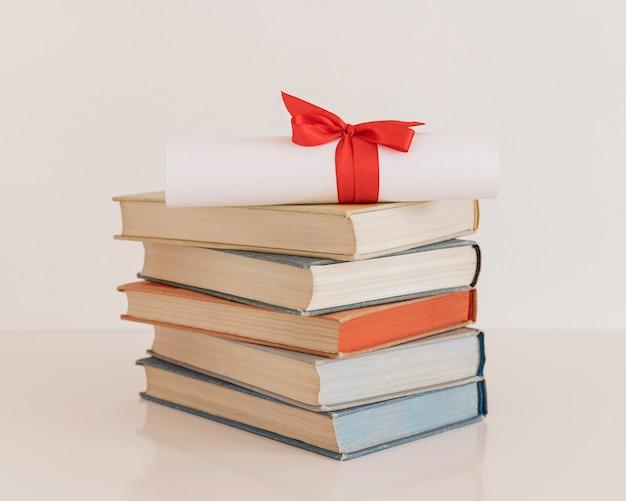Certificat de diplôme d'éducation avec ruban