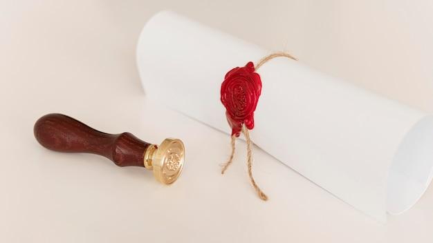 Certificat de diplôme avec ruban et arc