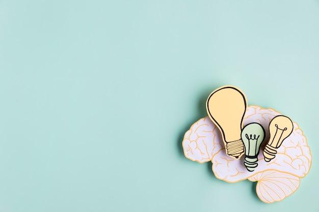 Cerveau de papier avec jeu d'ampoules