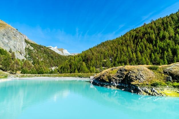 Cervin avec lac mosjesee à zermatt