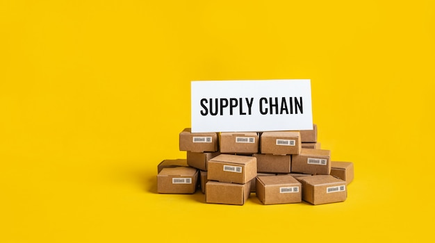 Chaîne d'approvisionnement de l'entreprise avec procucts box.ecommerc et concept de l'industrie.coppy space
