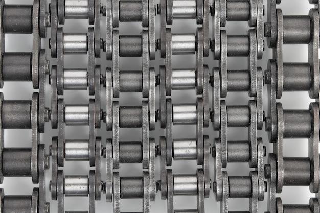 Chaînes industrielles pour entraînements et mécanismes