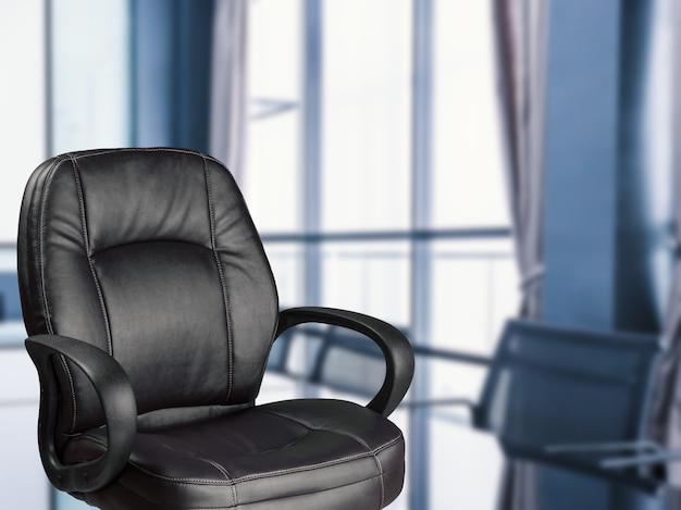 Chaise de bureau vide avec fond de bureau