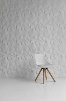 Chaise moderne blanche dans une salle blanche avec mur à motifs décoré