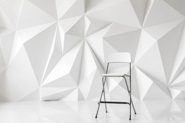 Chaise moderne sur fond abstrait de polygones sur fond blanc. texture blanche.