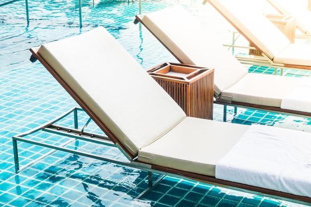 Chaise de piscine