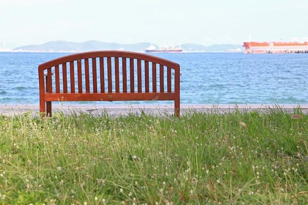 Chaise de plage avec paysage de mer
