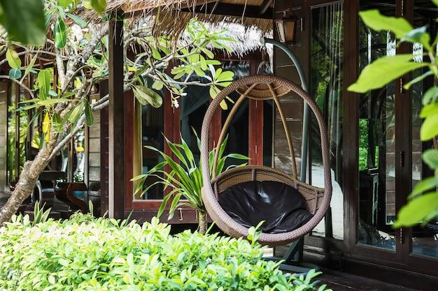 Chaise de rotin rotin pendaison terrasse de la maison