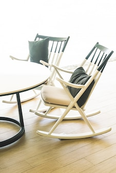 Chaise et table moderne