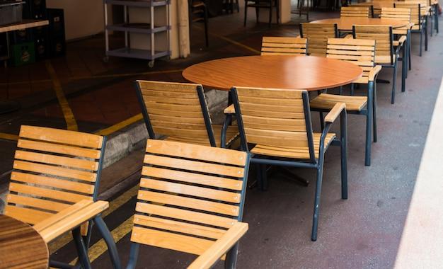 Chaise et tables