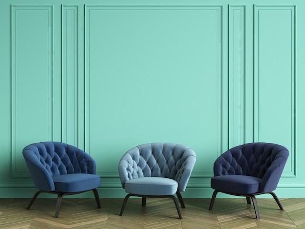 Chaises capitonnées en 3 couleurs bleues différentes dans un intérieur classique avec espace copie. murs de couleur turquoise avec moulures. parquet au sol à chevrons. rendu 3d