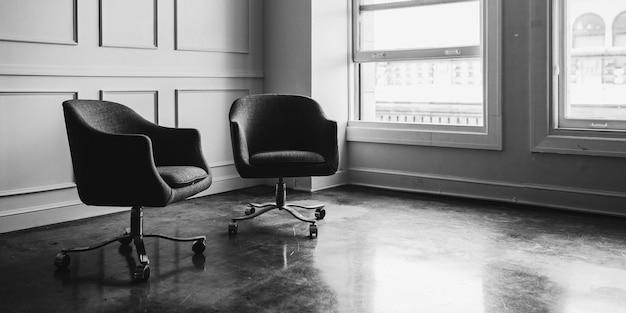 Chaises dans un salon