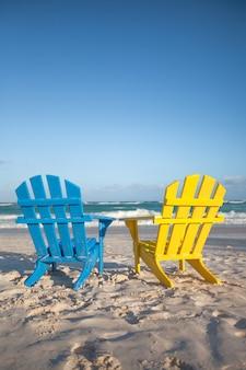 Chaises de plage en bois pour vacances et escapades estivales à tulum au mexique