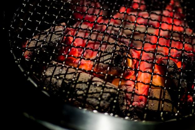 La chaleur du poêle chaud. prêt à griller à la coréenne.