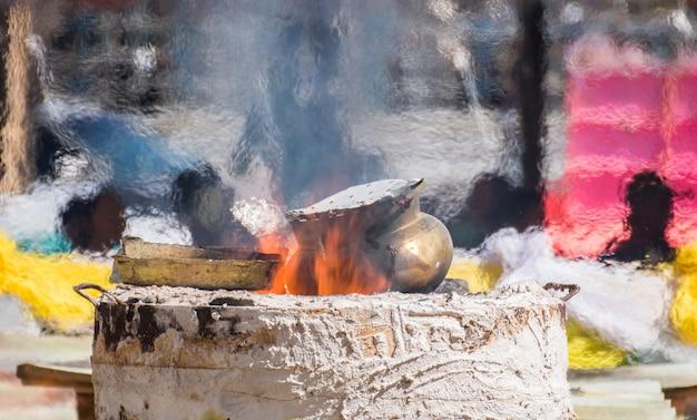 Chaleur pendant la distribution d'images de bouddha