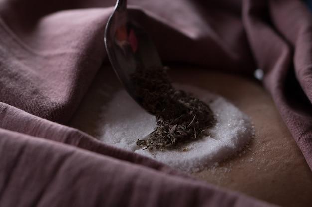 Chamanisme et médecine alternative fumigation d'absinthe à base de plantes étape par étape