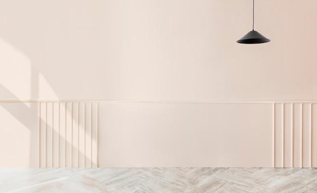 Chambre beige vide avec une suspension noire