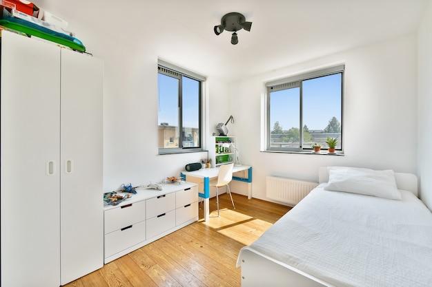 Une chambre cosy et enfants dans une maison de luxe