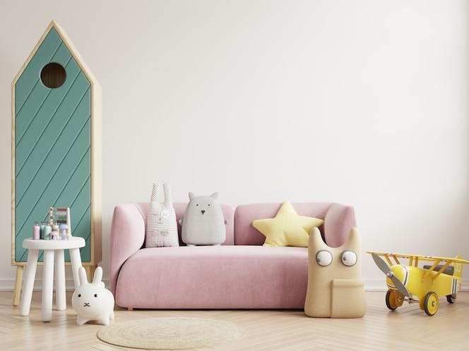 Chambre d'enfants dans un mur blanc avec canapé et coussins