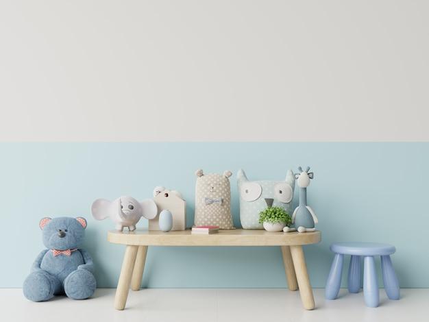 Chambre d'enfants avec mur bleu et blanc lumineux.