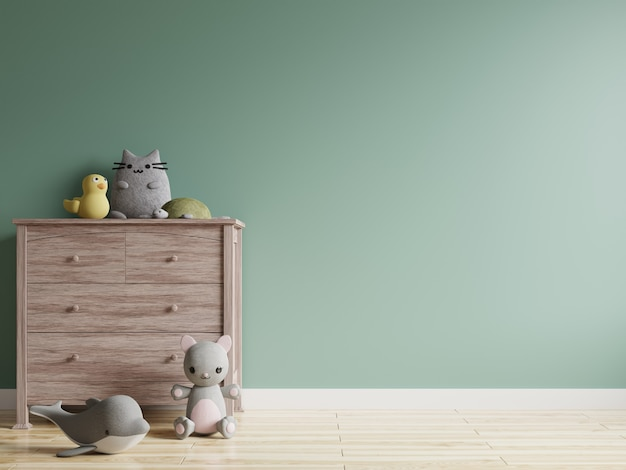 Chambre d'enfants avec mur vert vide et poupées sur l'armoire