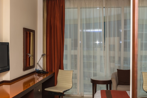 Chambre d'hôtel moderne et confortable la nuit