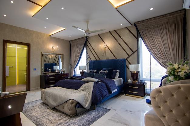 Chambre de luxe avec lit