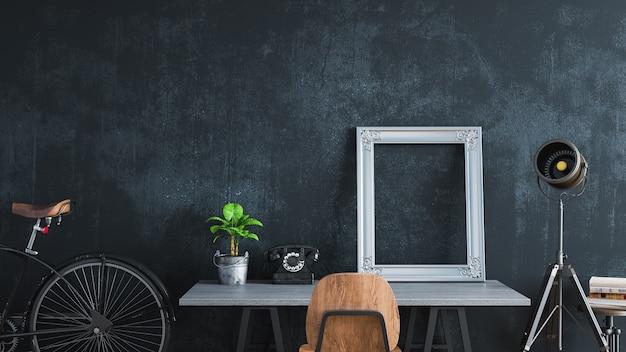 Chambre noire décorée dans un style vintage