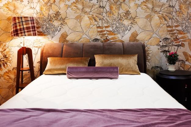 Chambre de style moderne de luxe, intérieur d'une chambre d'hôtel
