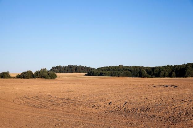 Champ agricole labouré