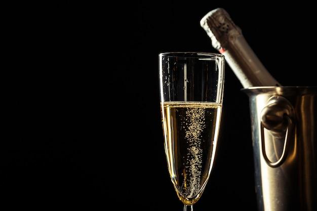 Champagne sur le noir