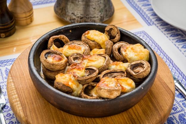 Champignons grillés, cuisine géorgienne