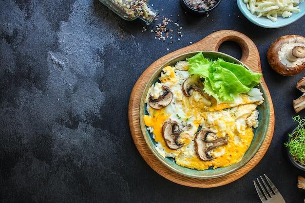 Champignons omelette aux œufs frits