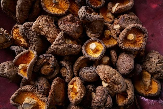 Champignons shiitake séchés, cuisine asiatique comestible