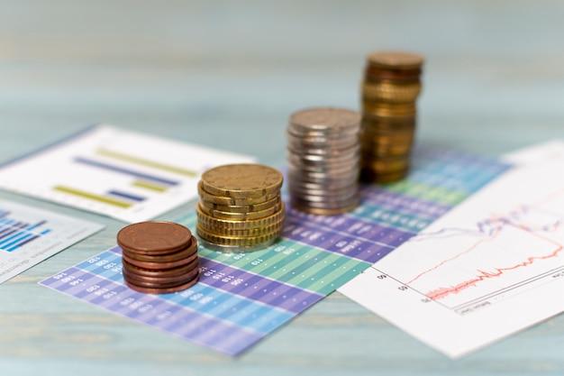 Change de monnaie et piles de pièces