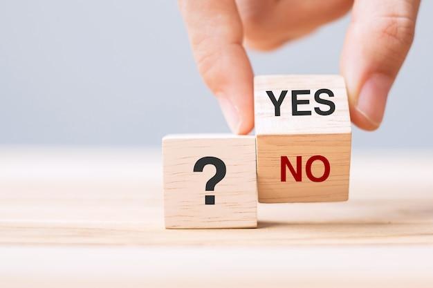 Changement de main oui ou non bloc. concept de réponse, de question et de décision
